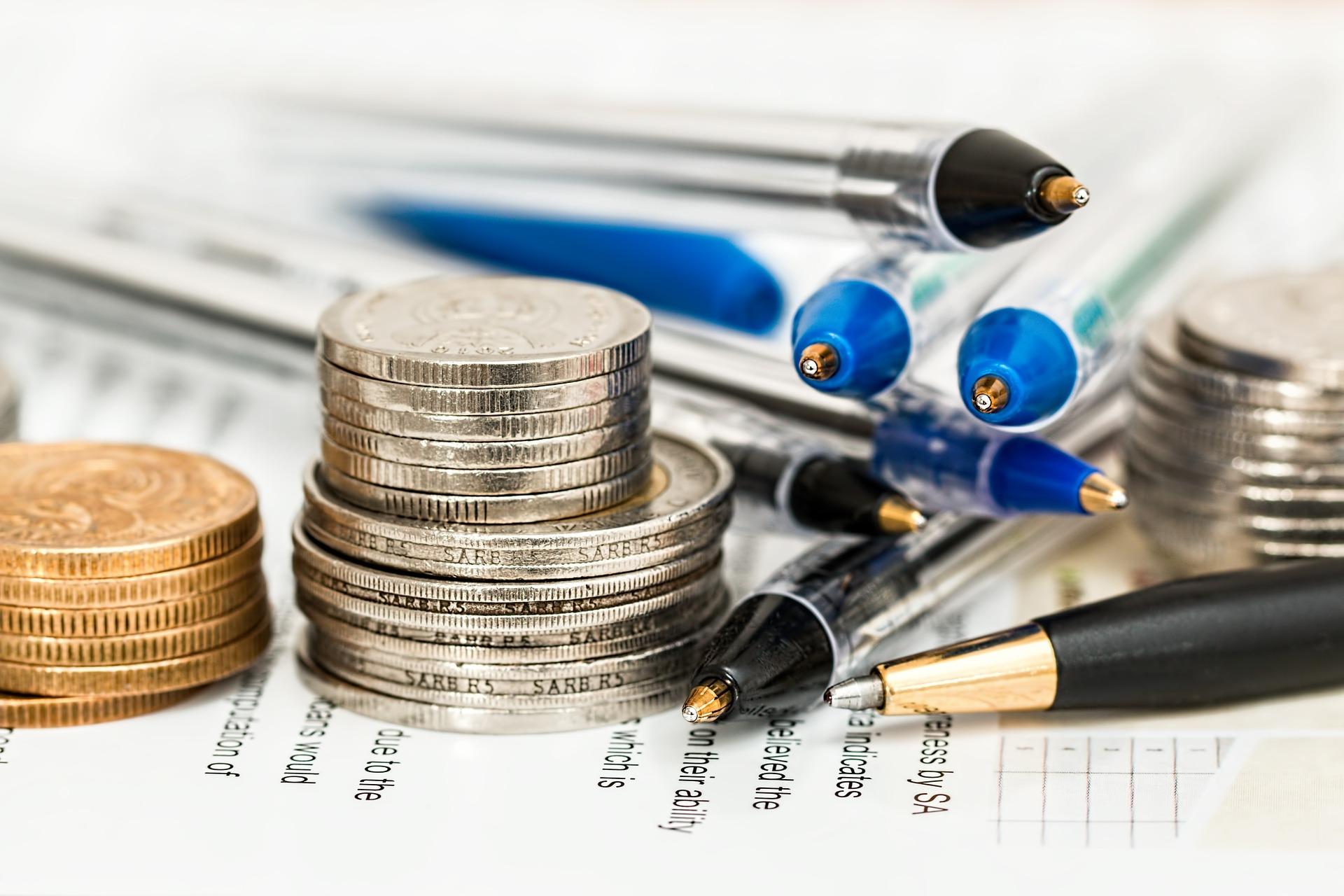 salario mínimo, dinero, sueldo, contabilidad, esferos, hojas de cálculo, monedas