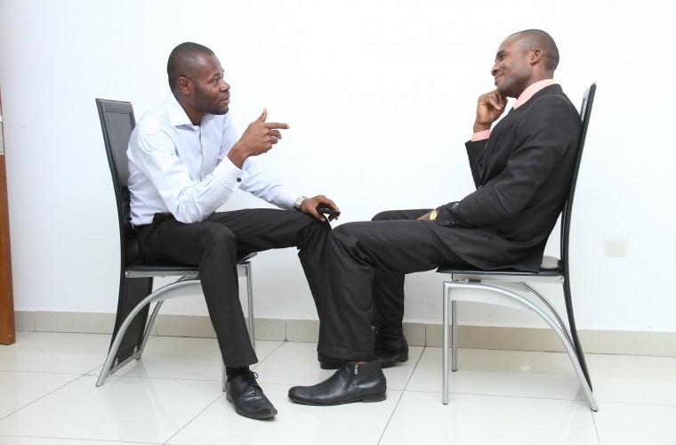 entrevista de trabajo, empleador, empleado, conocerse, proceso laboral, trajes, hombres de color, negro