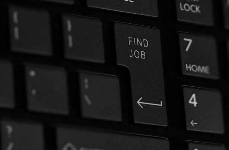 busqueda de empleo, motivación para buscar empleo, teclado negro, find job, tecla enter