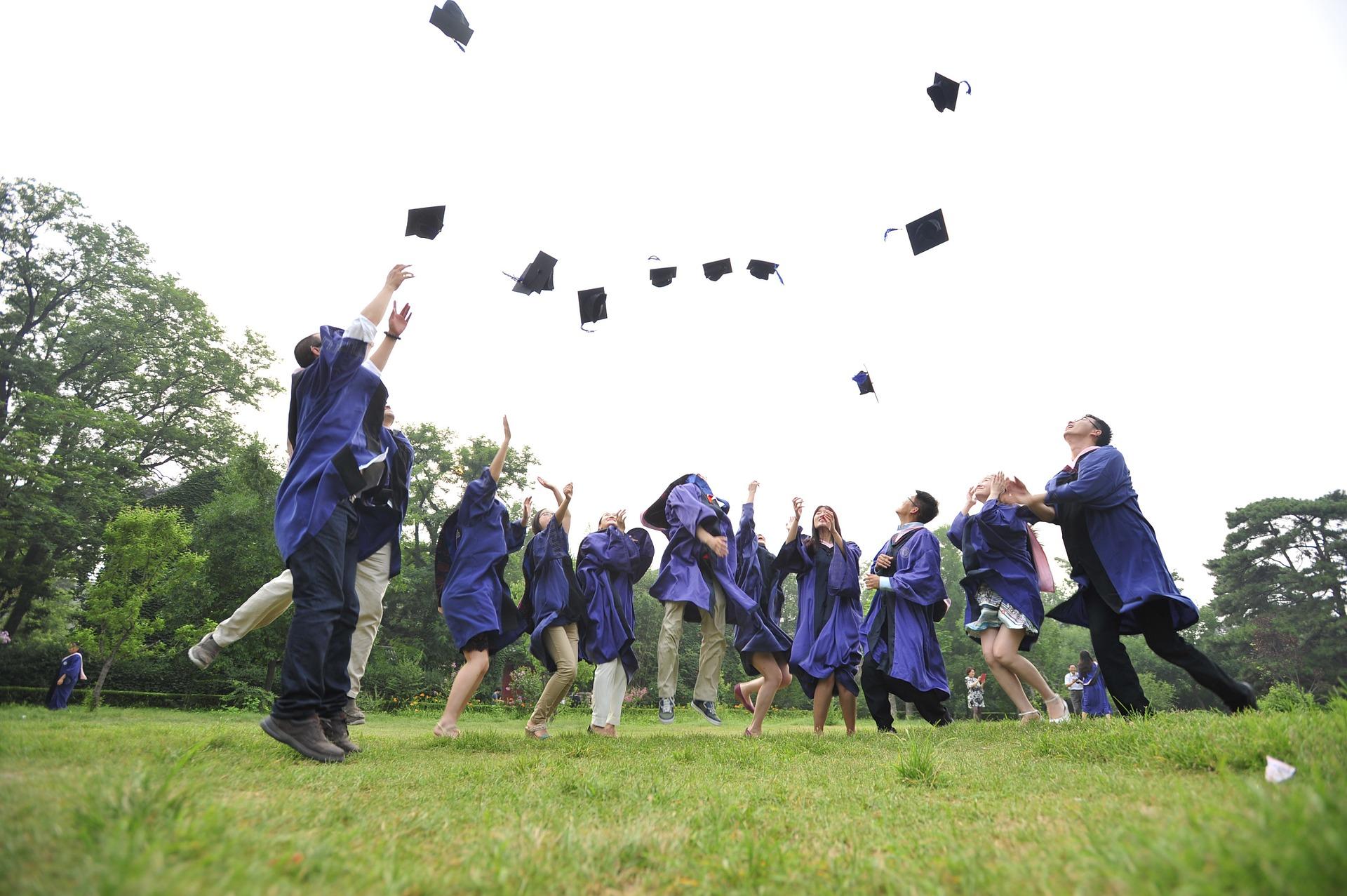 graduados universitarios, experiencia laboral, pasto, birrete , toga