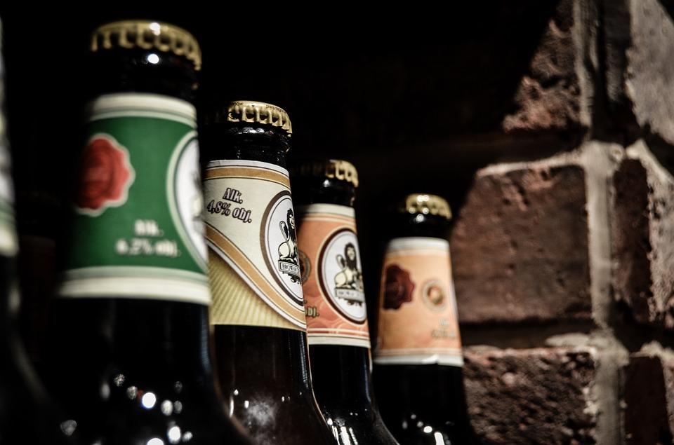 trabajos inusuales, botellas de cerveza, cerveza artesanal