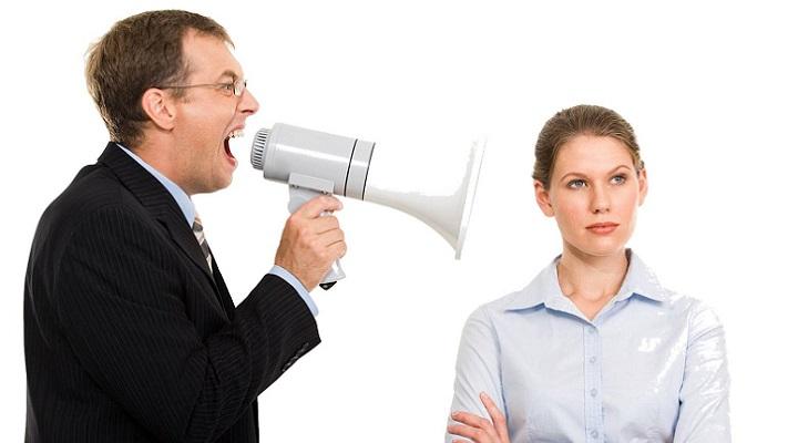 empleador, gritando, trabajo, búsqueda laboral, oficina