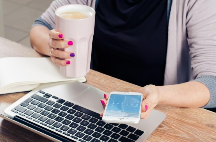 empleo, celular, computador, café,