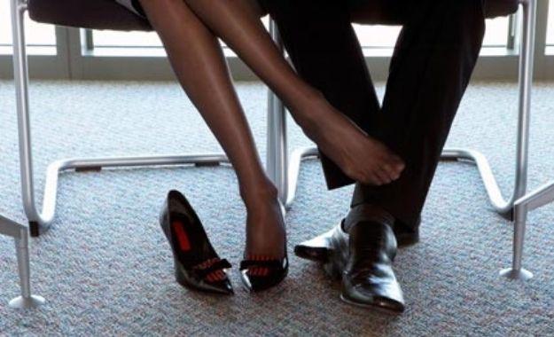 compañeros de trabajo, no enamorarse de compañeros de trabajo, debo tener una relación con alguien de mi trabajo, relaciones en el trabajo, compañero de trabajo
