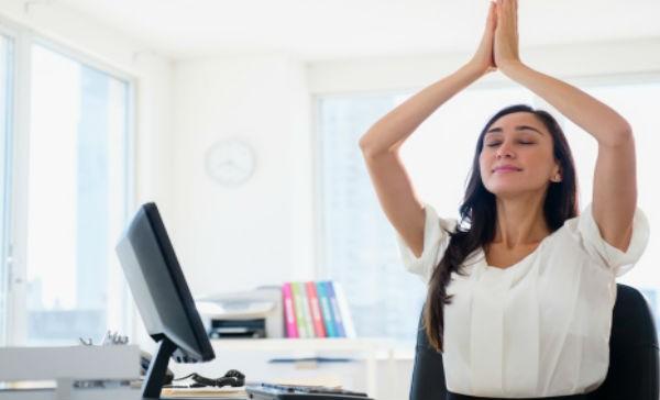 estrés en la oficina, ambiente laboral tóxico, liberar estrés, métodos para liberar el estrés, ejercicios para la oficina, pausas activas