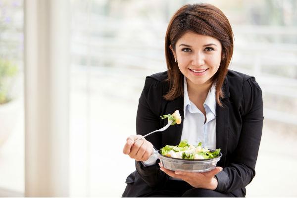ensalada-mujer-trabajo