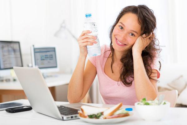 mujer-agua-trabajo