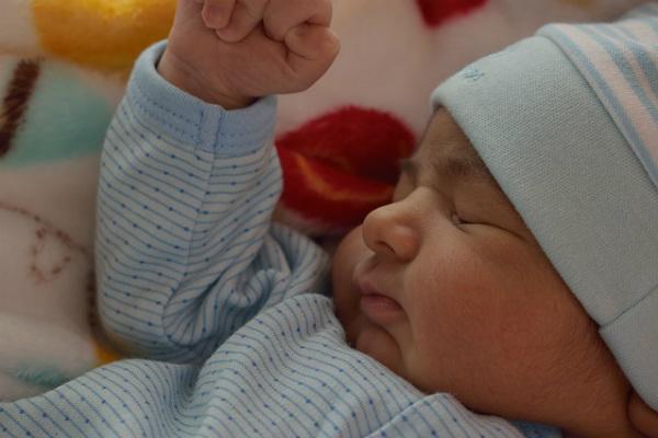 Así funciona la licencia de maternidad y paternidad en Colombia