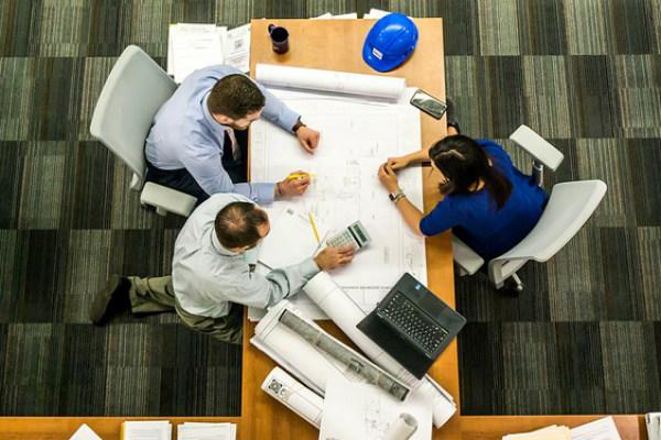 ¿Cómo distribuir los elementos en tu oficina?