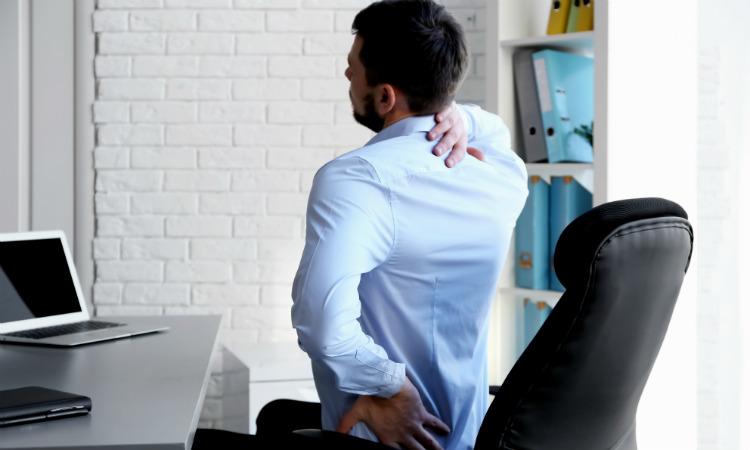 Tu postura adecuada en la oficina, ¡cuida tu salud!