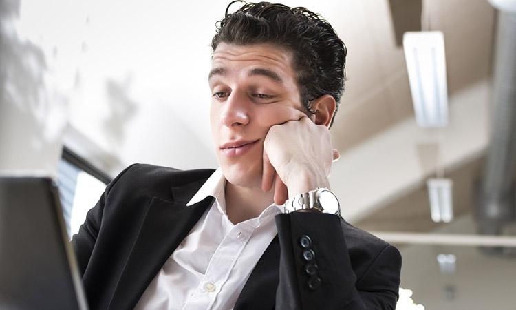 ¿Te sientes aburrido en tu empleo? Con estos tips volverás a entusiasmarte con él