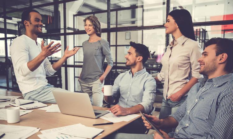 ¿Es recomendable tener amigos en el trabajo?